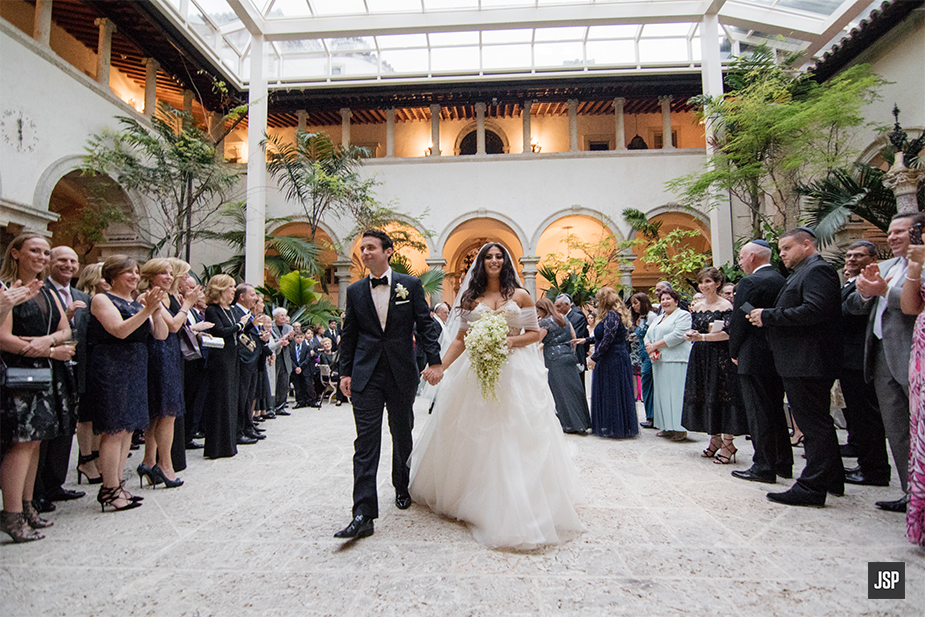 Say Hello To Stephanie Alex Who Were Married At The Picturesque Vizcaya Museum Gardens In Miami And Her Bridesmaid Took Advantage Of